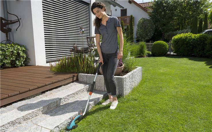 Prezentarea Aku foarfecă pentru iarbă Gardena ClassicCut