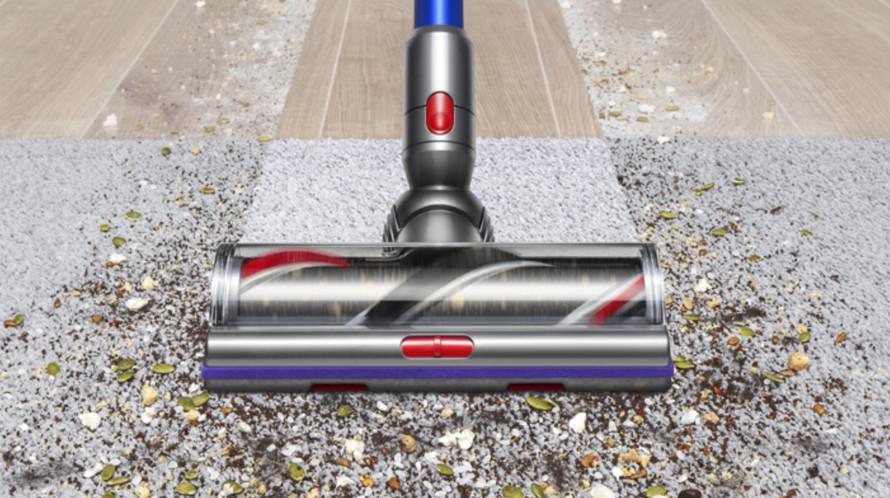 Curățare temeinică pe podelele netede și covoare