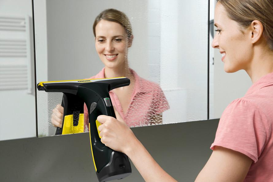 Vă prezentăm curățătorul de geamuri Kärcher WV 2 Premium Black Edition