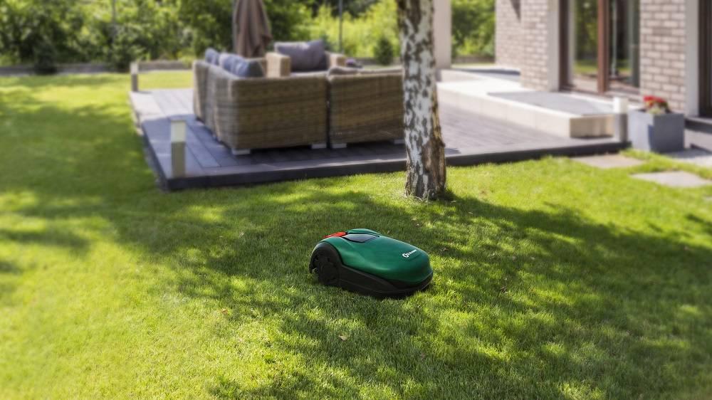 Vă prezentăm mașina robot de tuns iarba Robomow RK2000 PRO